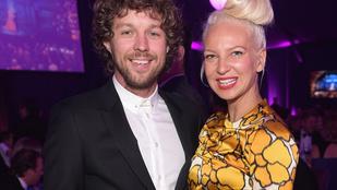 Sia férjét legyőzte az énekesnő parókája: válnak