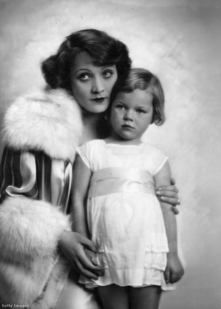 A német származású, amerikai színésznő, Marlene Dietrich