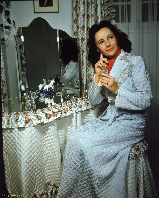 Térjünk kicsit vissza Elizabeth Taylorra, aki a 40-es években még így nézett ki
