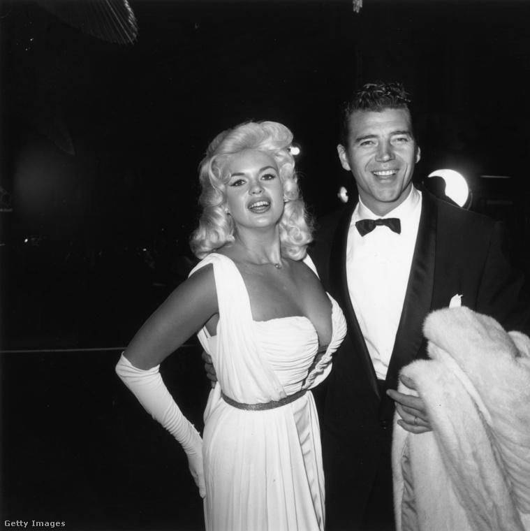 Jayne Mansfield és a magyar származású testépítő férje, Mickey Hargitay 1960-ban