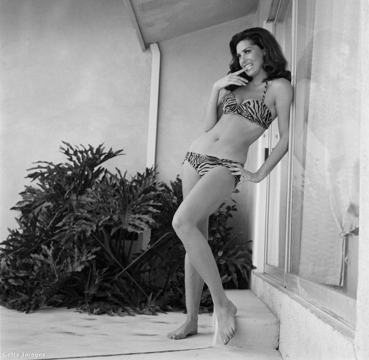 Edy Williams fürdőruhában, 1966-ban