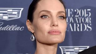 Rákban elhunyt édesanyjáról beszélt Angelina Jolie