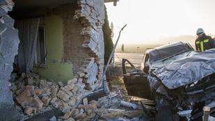 Lesodródott az útról, és lebontotta egy családi ház falát