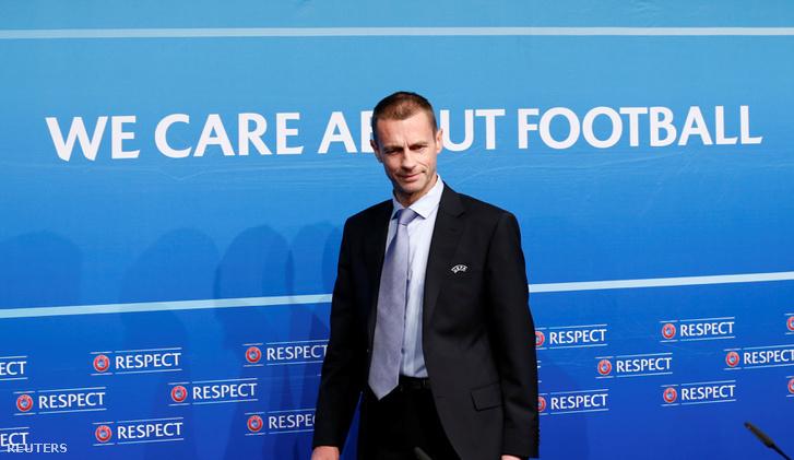 Aleksander Ceferin az UEFA elnöke a bizottsági ülést követő sajtótájékoztatóra érkezik Nyonban, 2016. december 9-én.