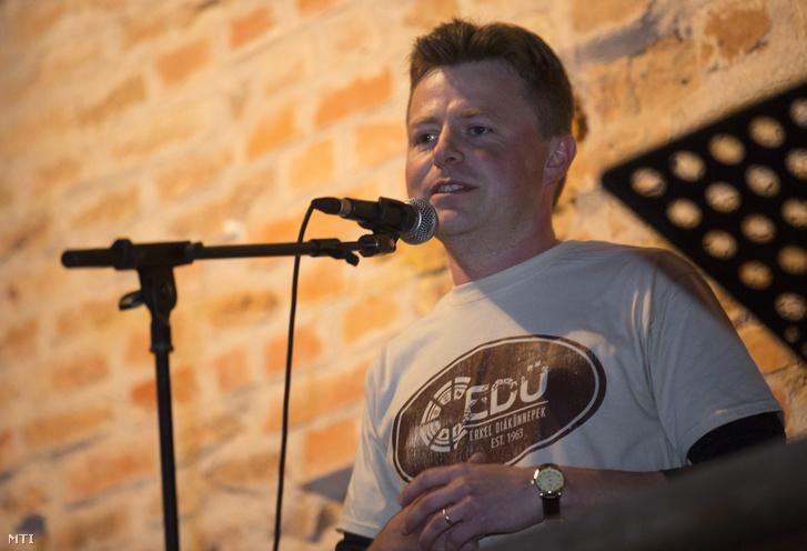 Alt Norbert alpolgármester a XXVI. Erkel Diák Ünnepek (EDÜ) kétnapos verseny- és fesztiválsorozat ünnepélyes megnyitóján a gyulai vár udvarán 2015. május 29-én.