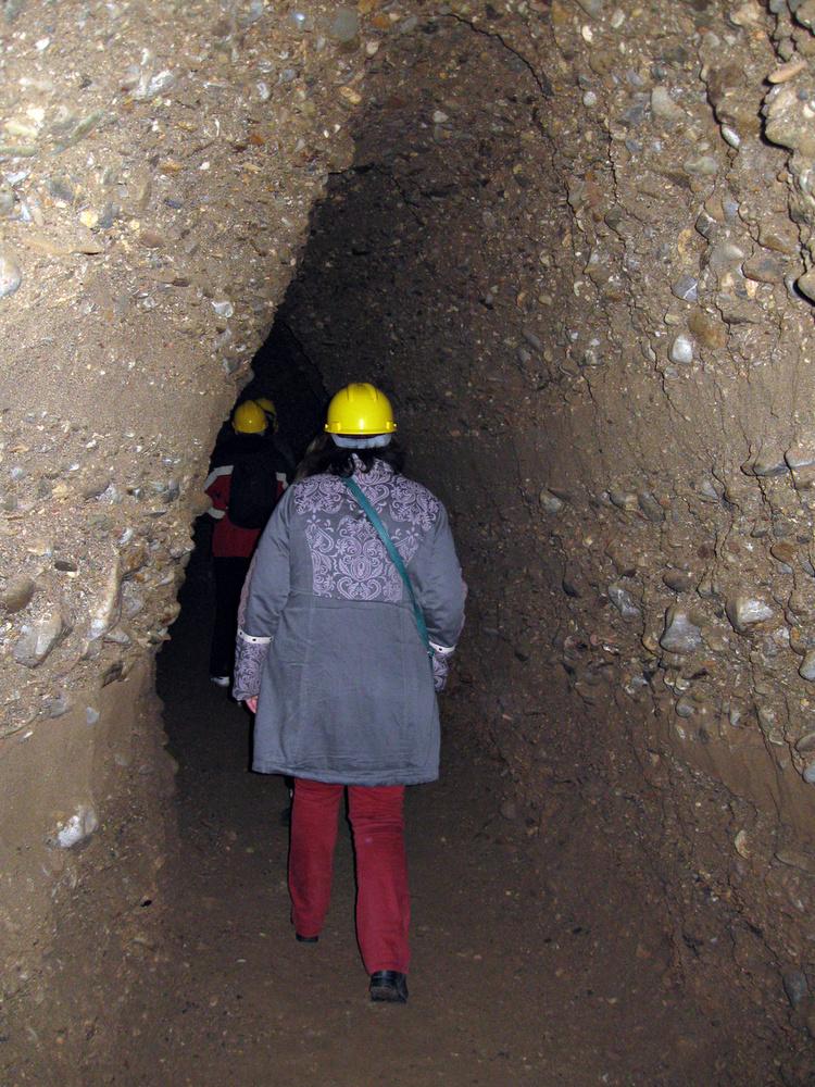Osmanagic szerint a piramisokat egyetlen óriási alagútrendszer köti össze, amiben tisztító és gyógyító energiák vannak