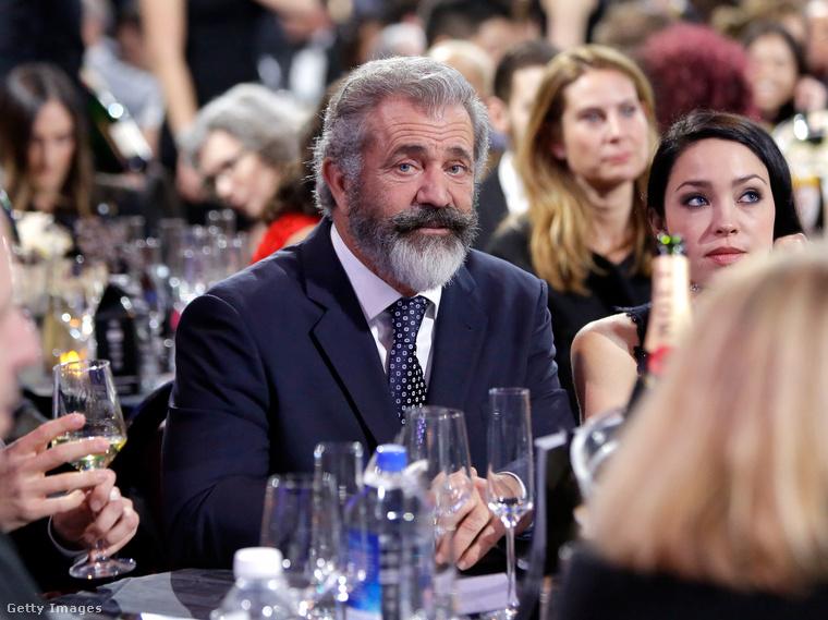 Ahhoz képest, hogy Mel Gibson két díjat is hazavihetett legújabb rendezéséért, A fegyvertelen katonáért(Hacksaw Ridge), nem tűnik túlságosan boldognak
