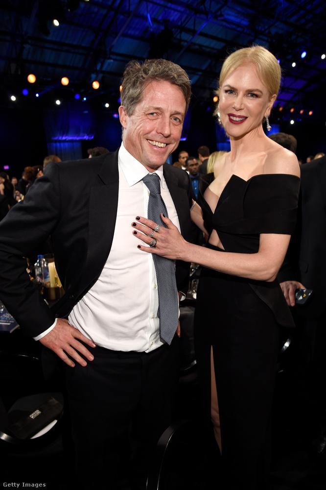 Eközben Nicole Kidman már Hugh Granttel cseverészett, volt egy finom tapogatás is
