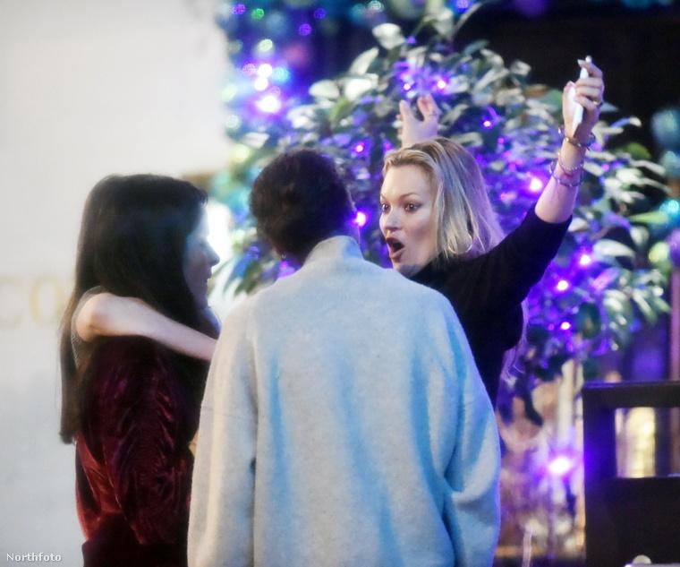 És megmutatta, hogy mekkora karácsonyfája lesz idén.