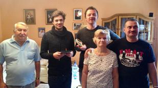 Megtalálták a családot, akiknek elveszett házi videójából klipet csináltak