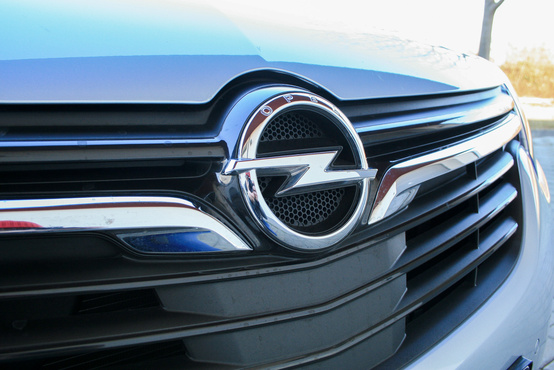 Már az Opeleken is egyre nagyobb az embléma