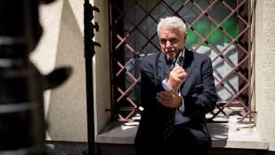 Öt év börtönt is kaphat Oszter Sándor - Hírek kávé mellé