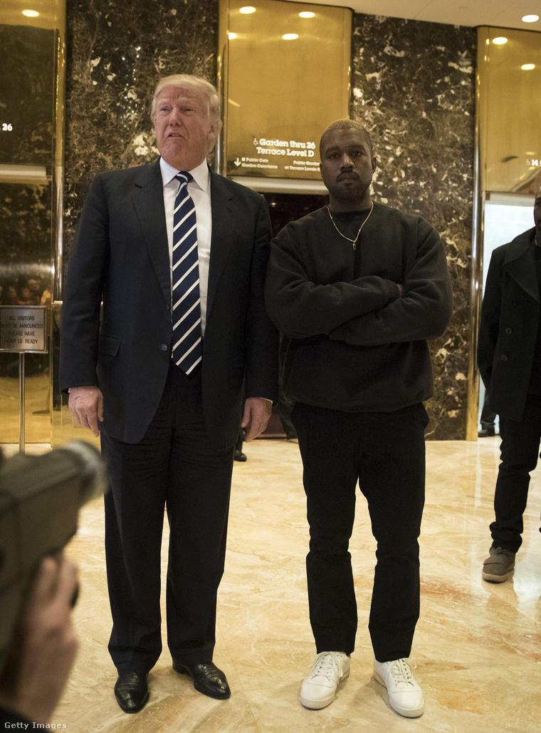 Donald Trump, az Egyesült Államok megválasztott elnöke és Kanye West rapper 2016. december 13-án a New York-i Trump toronyban.