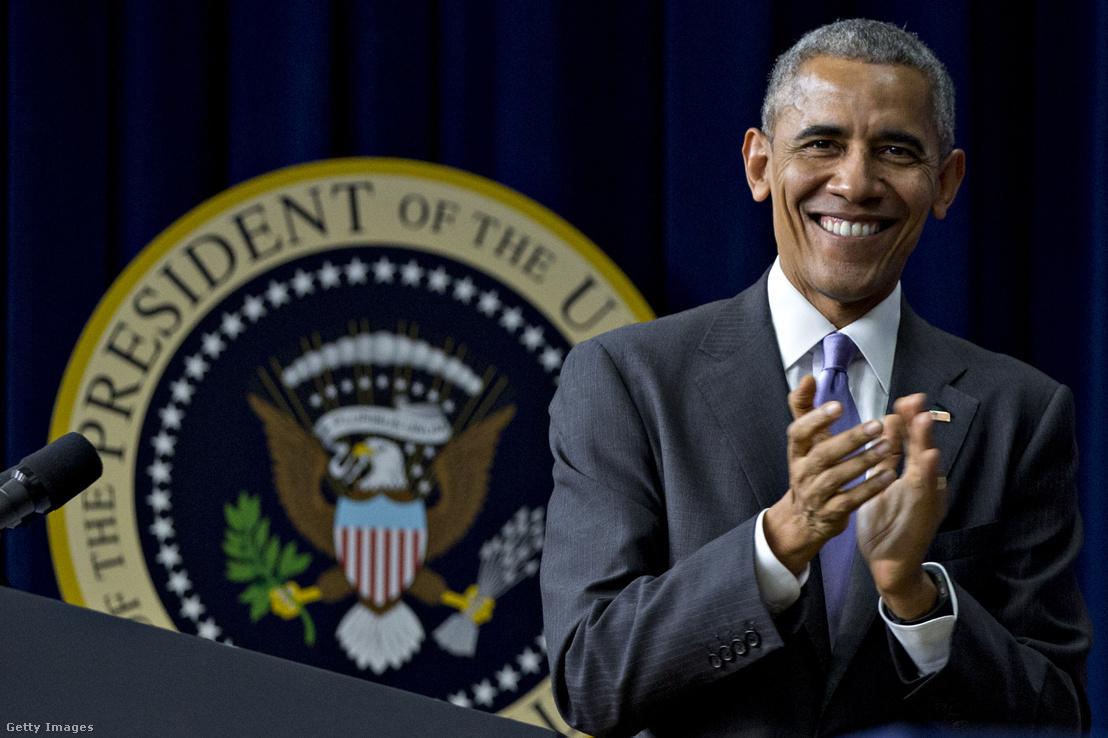 Obama idén decemberben, egyik utolsó, általa támogatott törvény ünnepélyes szentesítésekor. Könnyen lehet azonban, hogy Obamának nem eredményei, hanem hibái minősülnek változást hozónak, csak éppen negatív előjellel.