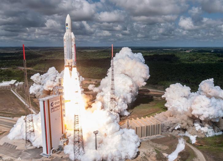 A Galileo európai navigációs rendszer legutóbb űrbe juttatott műholdjának startja a koroui Guyana Űrközpont kilövőállásáról Francia Guyanán 2016. november 17-én.