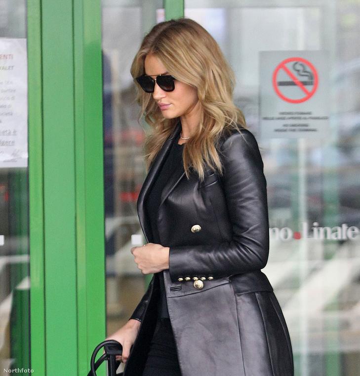 Rosie Huntington modell/színésznőt Milánóban látták tegnap