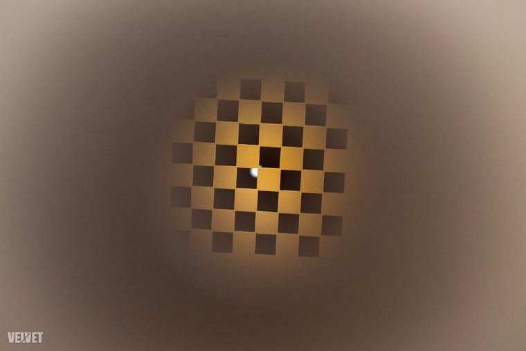 Belenéztünk Haász Katalin Chess Varietyjébe, és ezt láttuk.