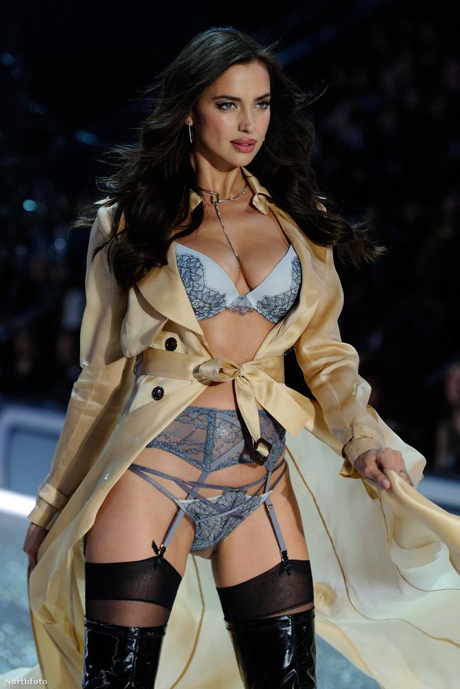 A Victoria's Secret bemutatóján derült ki, hogy a modell gyereket vár