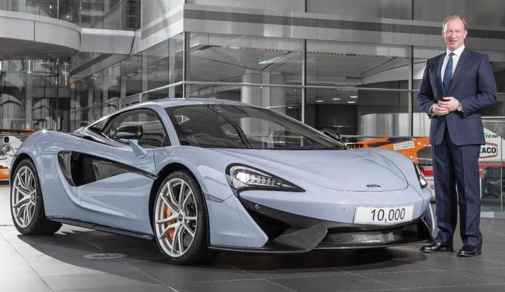 A McLaren-főnök Mike Flewitt és a tízezredik