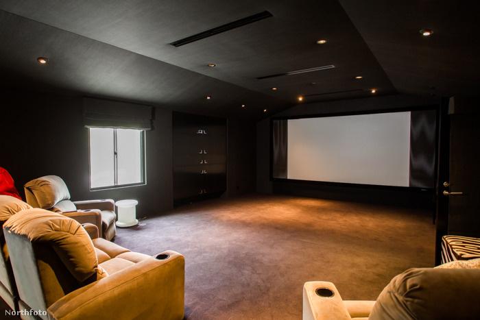 Aztán van külön terem, ahol nyugodtan lehet mozizni.