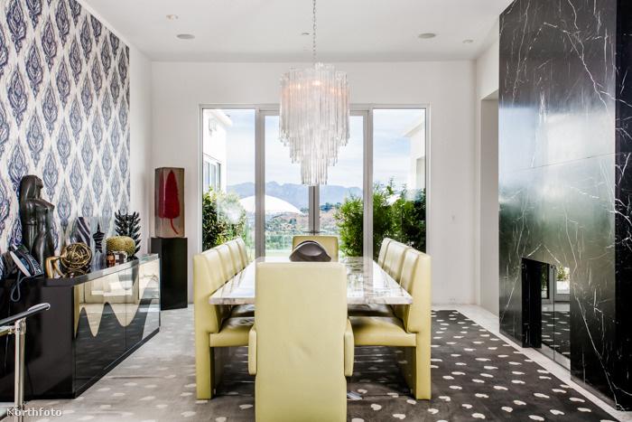 Ez az 1100 négyzetméter alapterületű ház most eladó