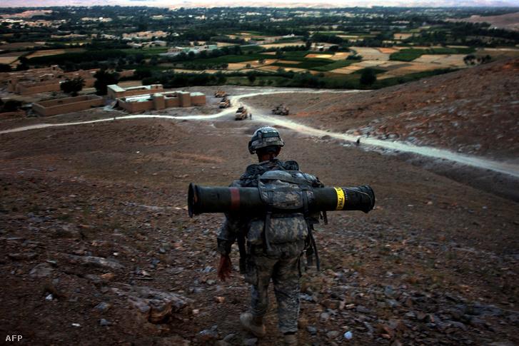 Amerikai katona hordozható TOW rakétával Afganisztán Logar tartományában, 2009-ben