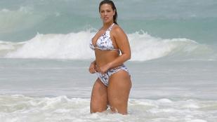 Instahíradó: amikor itthon a jégeralsó is kevés, Ashley Graham bikiniben nyaral
