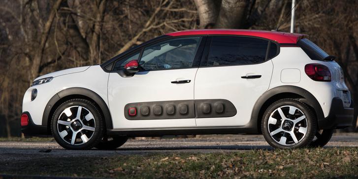 Innen nem nehéz belelátni a Peugeot 208-at - nézzék csak az oldalablakok vonalát