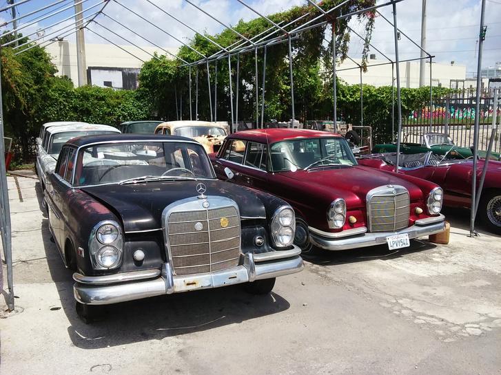 Konténeres szállításra váró autók az ASI-Usaspednél