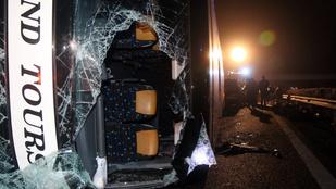 A szemtanúk szerint elkerülhetetlen volt a buszbaleset az M3-ason