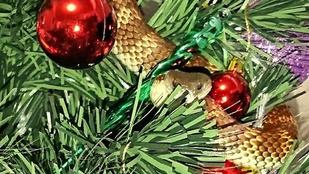 Ennél sokkolóbb karácsonyfadíszt nem nagyon tudunk elképzelni