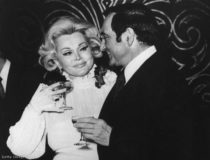Jack Ryan színész sorrendben a hatodik férj volt. A kép a Las Vegas-i Caesar's Palace-ben tartott esküvő után készült. A pár egy évvel később elvált.