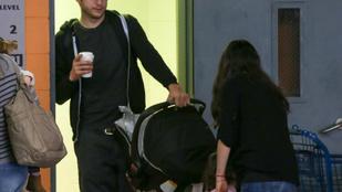 Mila Kunis és Ashton Kutcher nehezen bírja a két gyerekkel