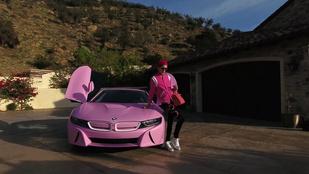 Jeffree Starnak végre megjött az új Barbie BMW-je