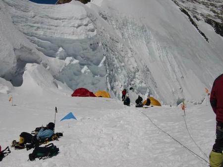 Az egyes tábor 7000 méterenforrás: salamandra.blog.hu