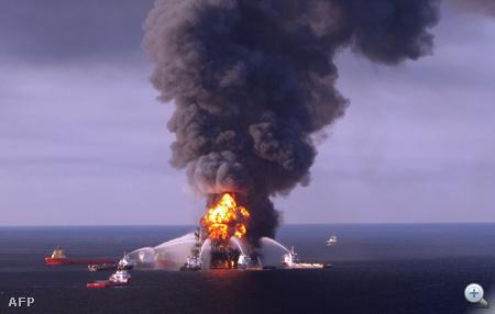 Az olajkitermelő platform április 22-én elsüllyedt.