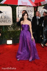 Golden Globe kiosztó: Sandra Bullock lilában
