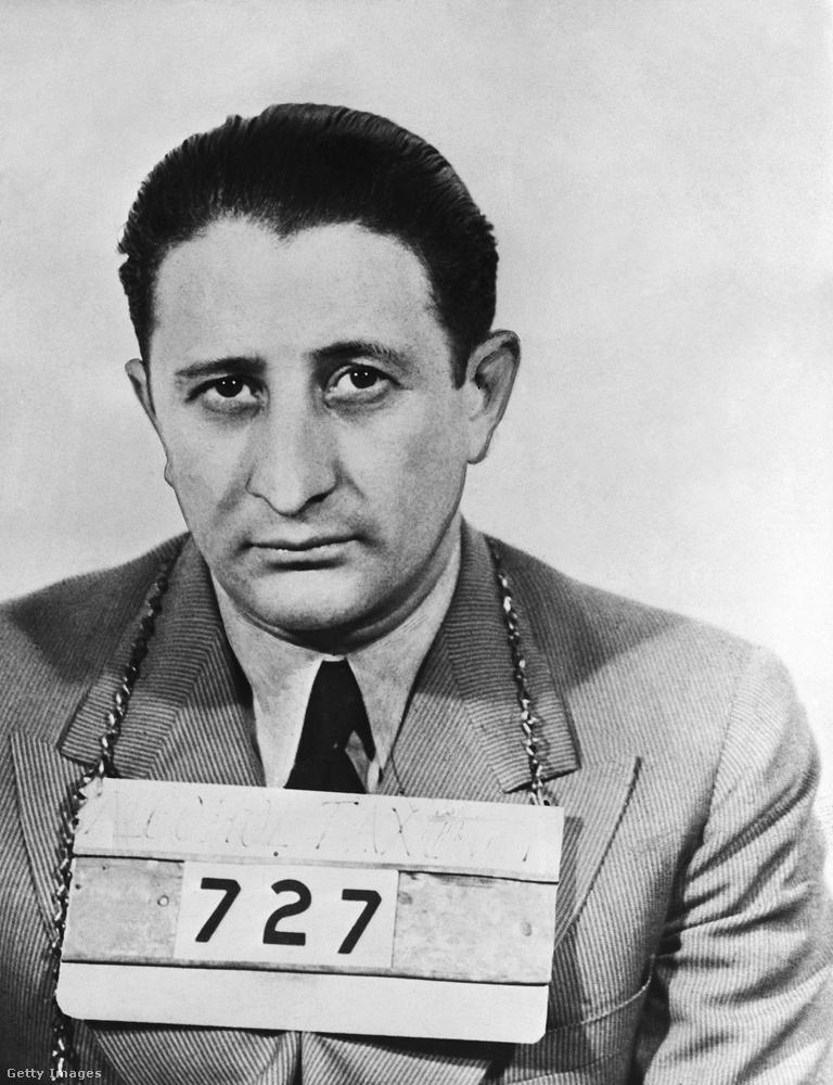 Miközben Charles Luciano arca kifejezetten érzelemmentesnek tűnt a rabosítási képen, addig Carlo Gambino, a Gambino bűnözőcsalád feje mintha cseppet letört lett volna.