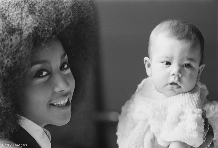 De az énekes legelső gyermeke Karis Jagger volt, aki még 1970-ben született Marsha Hunt énekesnőtől