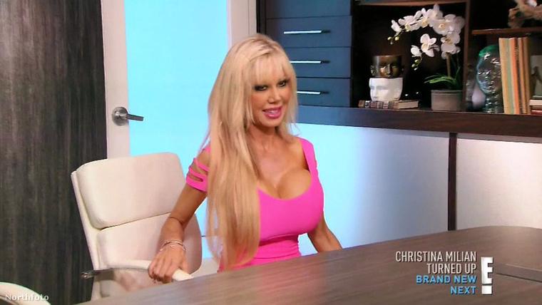 A kalifornai Blondie Bennett szintén későn erő típusnak számít, de ez nem tántorította el attól, hogy élő Barbivá váljon