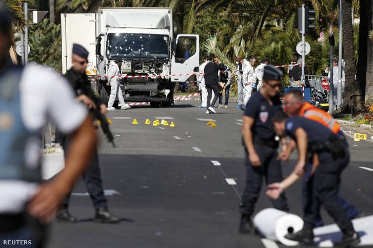 Nizzában is magányos elkövető hajtott az ünneplő tömegbe