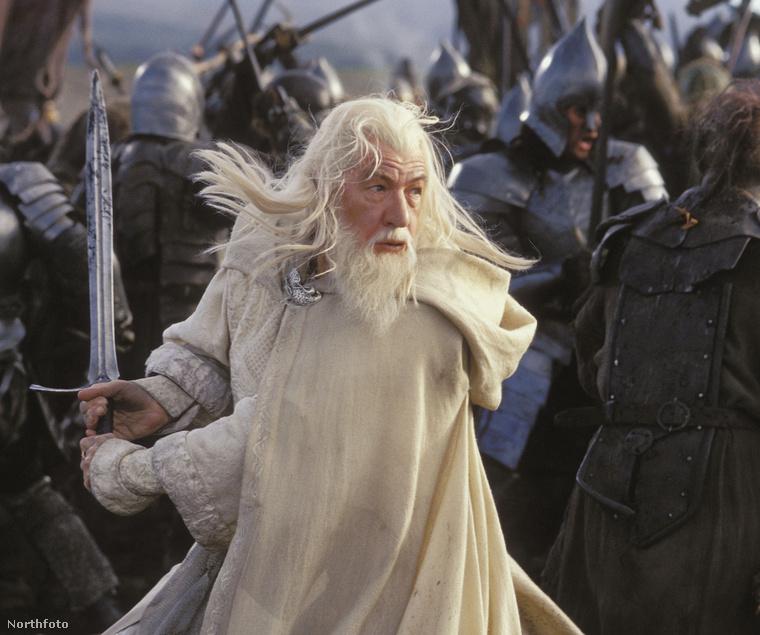 Ki mással kezdenénk, mint Gandalffal, a jóságos Mágussal?