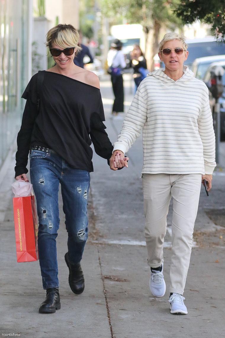 Így andalognak az utcán: Rossi és DeGeneres.