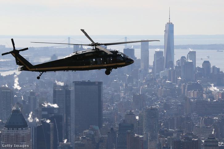 Blachawk helikopter Manhattan felett (a felvétel korábban, a 2014-es Super Bowl alatt készült)