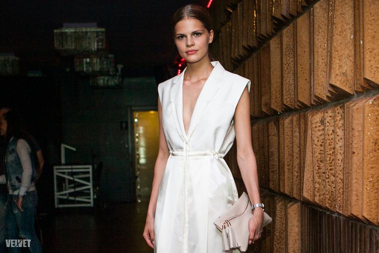 Baczay Dalma modell és a divagálán viselte ezt a ruhát, amiben elnyerte olvasóink tetszését.