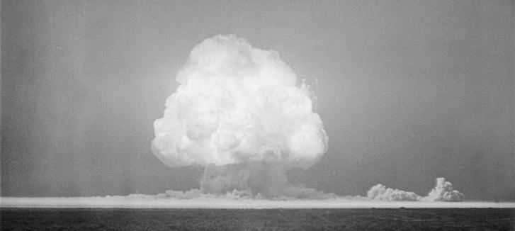 Kísérleti atomrobbantás az USA területén.