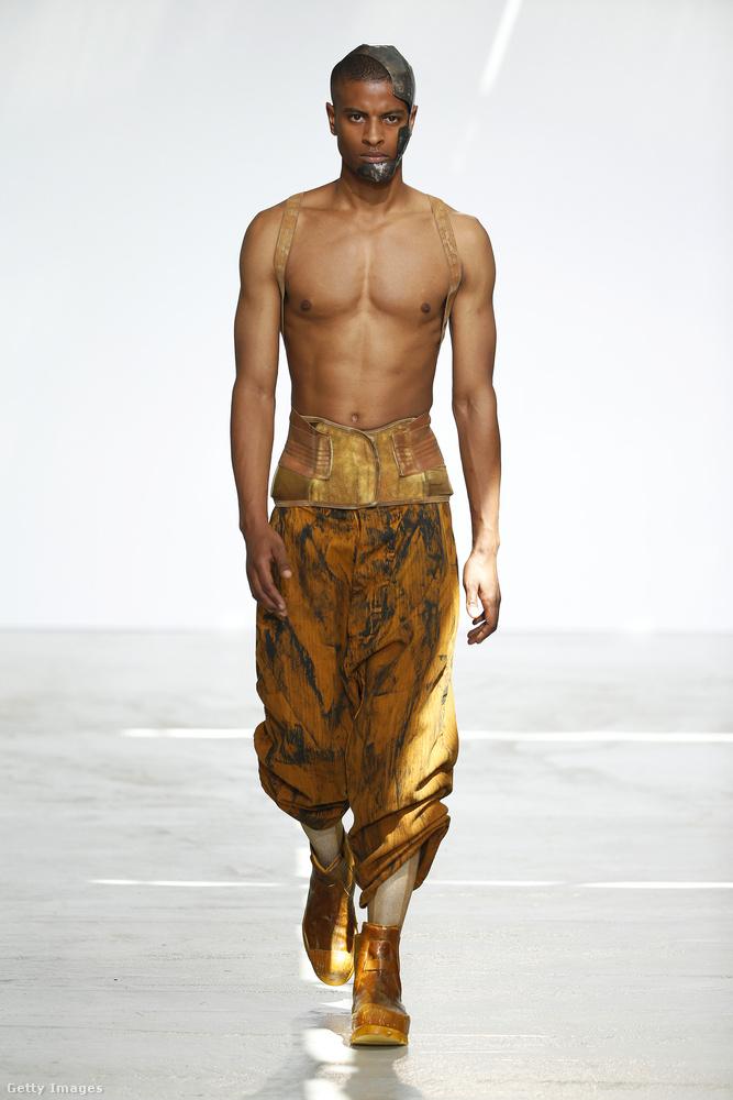 Egy párizsi divatbemutató: Boris Bidja Saberi.