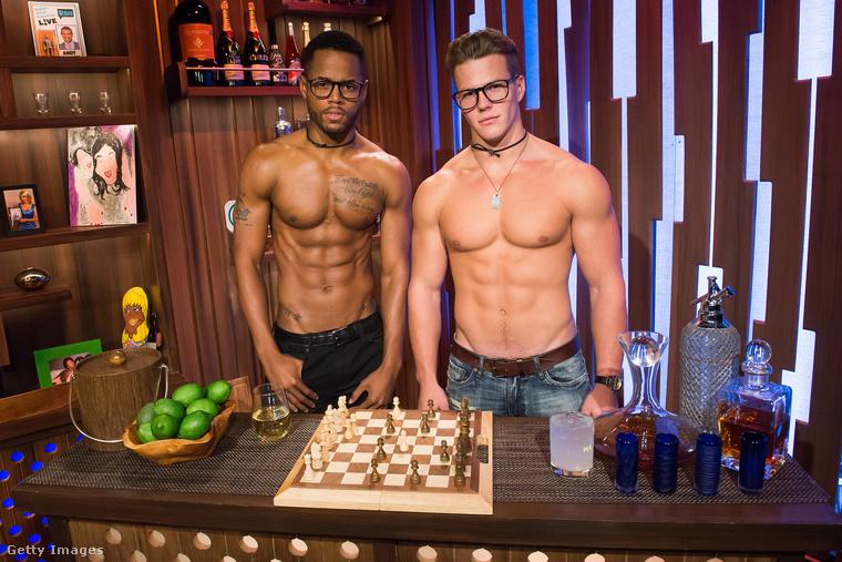 És két modell a végére (a nevük Arnez és Michael Dean) a modelleket előszeretettel alkalmazó Watch What Happens Live című műsorból