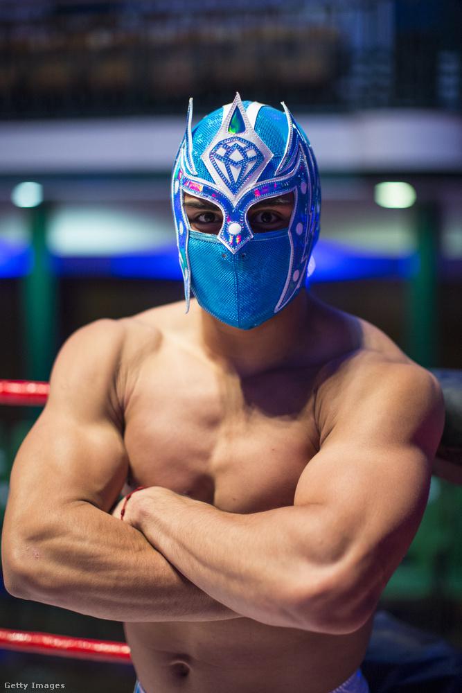 Az ő neve Magnifico, és amint a maszkjából is lehet látni, ő egy luchador, azaz mexikói pankrátor.