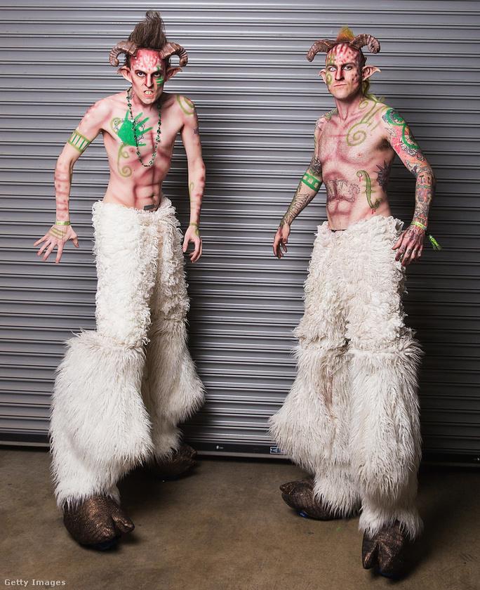 Ez egy USC Lucky Festival nevű esemény volt márciusban, a fiatalemberek a Super Geek League-hez tartoznak és pánnak vannak öltözve.